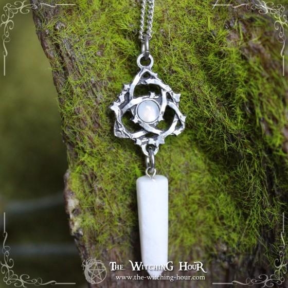 """Collier pendule triquetra """"Lunessence"""" - jade blanc et pierre de lune"""