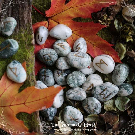 Runes artisanales en agate arbre