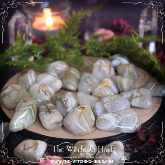 Runes en quartz neige (quartz laiteux)