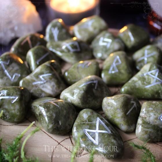 Runes en épidote