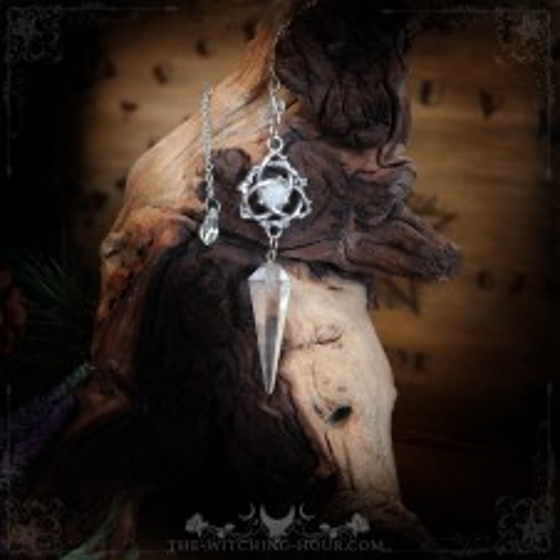 Pendule triquetra en cristal de roche