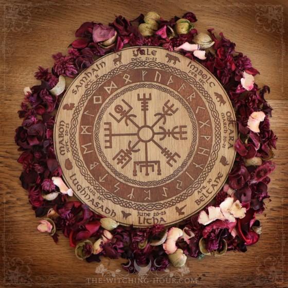 "Wheel of the year ""Vegvisir"""